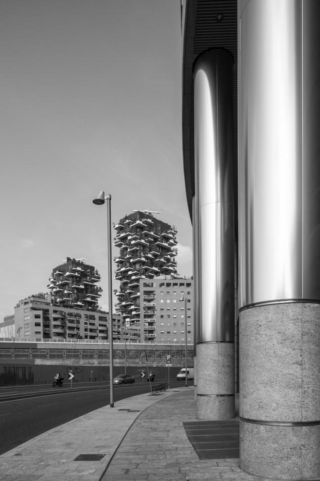 I giardini verticali di Porta Garibaldi e le colonne del palazzo Unicredit